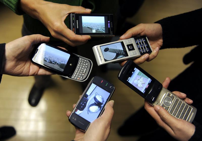 Номера могут привязаться к телефонам…