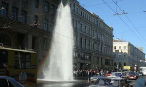 Пострадавшие от прорыва труб получат помощь от коммунальщиков Петербурга