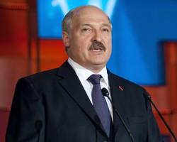 Лукашенко запрещает работникам увольняться