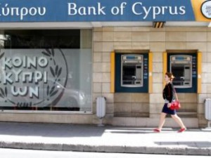 Счета вкладчиков в кипрских банках закрываются еще быстрее