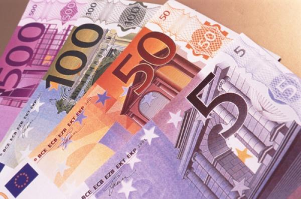 После выхода статистики Еврозоны стал явным завышенный курс евро