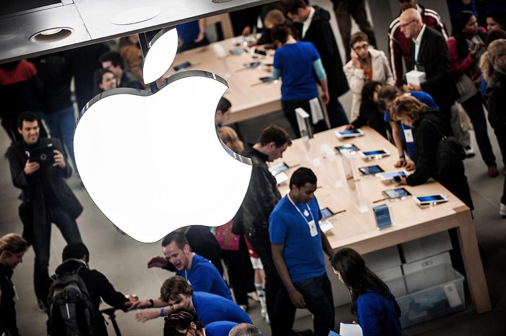 Известный рейдер Карл Айкан покупает акции корпорации Apple