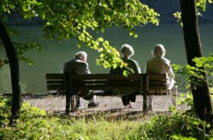 Количество пенсионеров растет огромными темпами