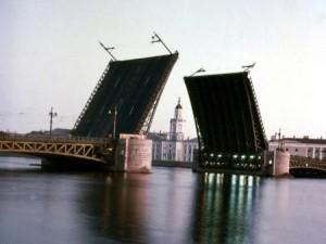 Ремонтники назвали дату открытия Дворцового моста
