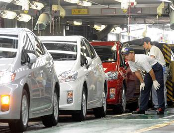 Продажи машин в Петербурге падают четвертый месяц подряд