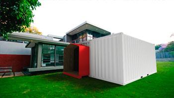 Малоимущим британским семьям компании закупили грузовые контейнеры для жилья