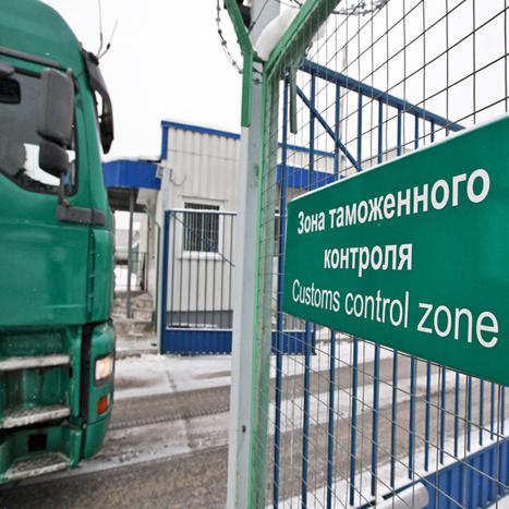Сотни фур скопились на границе России и Украины из-за новых правил ФТС