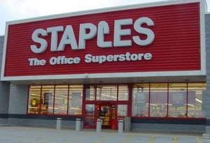 Staples сохранила прогноз после слабого отчета о продажах
