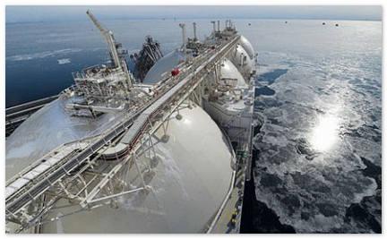 Самый большой в мире газовоз вышел из дока