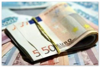 Курс евро вырос на 66 копеек, установив новый рекорд
