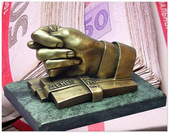 Как и куда вкладчики выводили деньги из банков в марте?