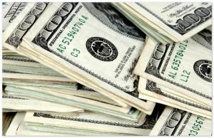 Официальный курс доллара впервые за три недели превысил 36 руб.