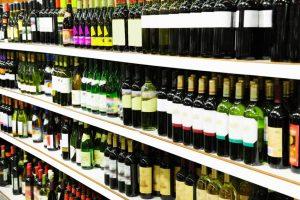 Минздрав выступил против сокращения расстояний между магазинами с алкоголем и учебными заведениями