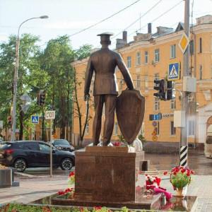 Двухметровый полицейский – на страже правопорядка в Ульяновске