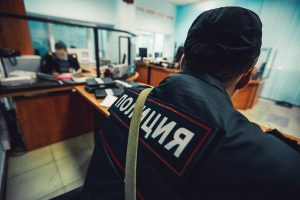 В Тольятти полицейского признали виновным в превышении должностных полномочий