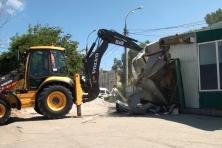 В Самаре снесли незаконное здание возле речного причала