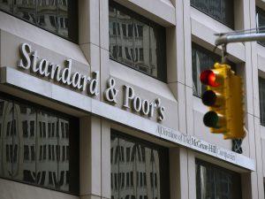 Агентство S&P отозвало рейтинг России по национальной шкале