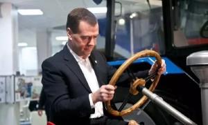 Дмитрий Медведев изменил Правила дорожного движения