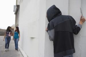 В Ближнем Засвияжье мужчина пристает к детям