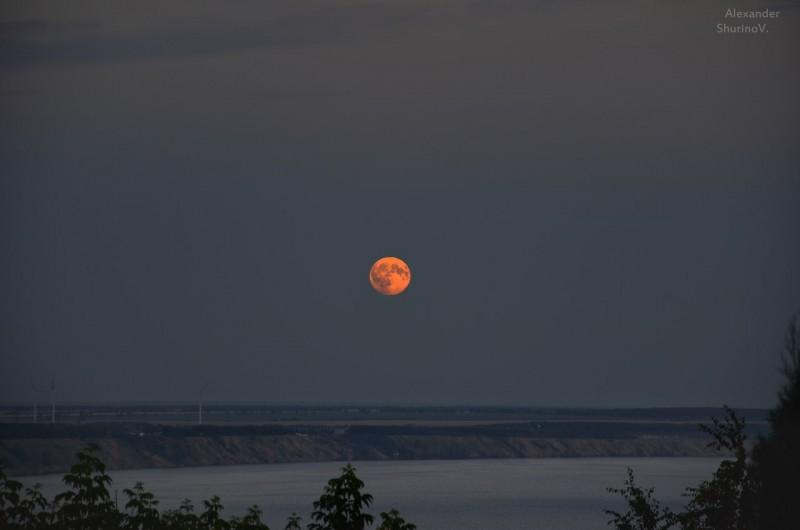 Сегодня многие россияне станут свидетелями прекрасного события — Кровавой Луны (фото)