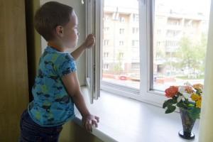 В Ульяновске 4-летний мальчик выпал из окна