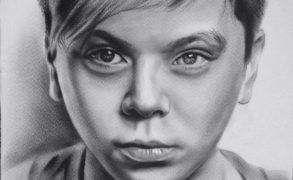 Радику Юльякшину понравился его портрет, созданный художником из Елабуги