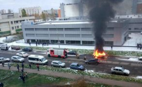 В Набережных Челнах на оживленной улице полностью выгорел автомобиль