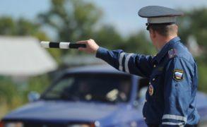 Новый регламент ГИБДД: автоинспекторам запретили прятаться в кустах и обязали быть вежливыми