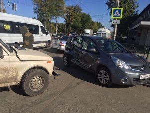 В Самаре на пересечении улиц Антонова-Овсеенко и Карбышевой образовалась пробка из-за ДТП