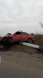 Под Самарой водитель «Lada Granta» врезался в столб и погиб