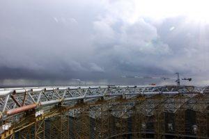 Строители убирают временные опоры купола стадиона «Самара Арена»