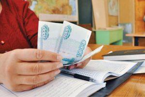 Руководители 48 школ в Самаре незаконно собирали с родителей учеников деньги