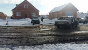 В Кинель-Черкасском районе Самарской области «девяносто девятая» врезалась в «LadaGranta»