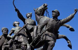 В декабре в Самаре завершат реставрацию памятника Чапаеву