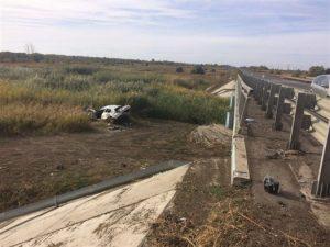 В Самарской области под Нефтегорском машина упала с моста