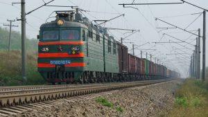 В Самаре грузовой поезд насмерть сбил человека