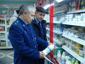 В Самаре в двух магазинах торговали гнилыми продуктами