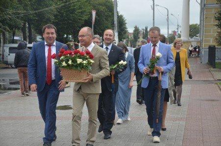 Юрий Журин и Виктор Емец не могут поделить  полосу на костромском мосту