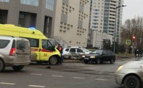 В Казани столкнулись иномарка и скорая помощь