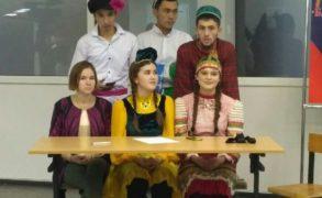 """Елабужские студенты посетили """"Национальную гостиную"""""""