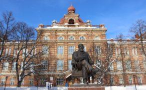 Преподавателям и сотрудникам Елабужского института КФУ повысят зарплату