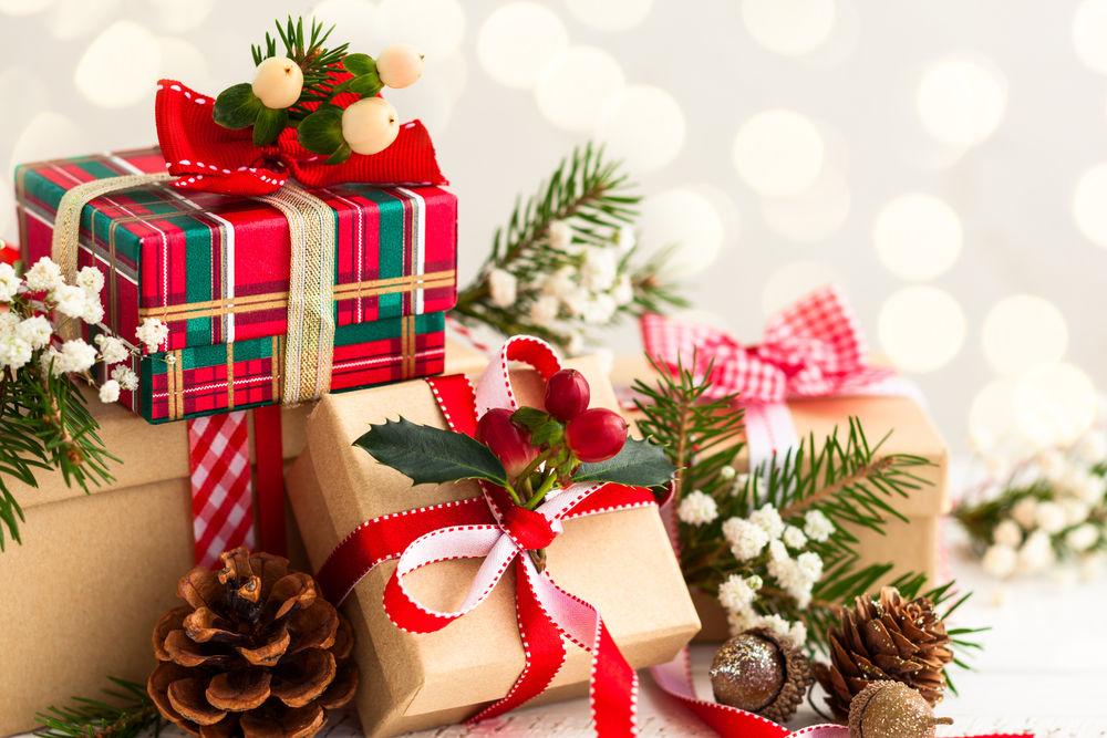 Жители Новокуйбышевска пожаловались на то, что детям выдали новогодние подарки с просроченными  конфетами